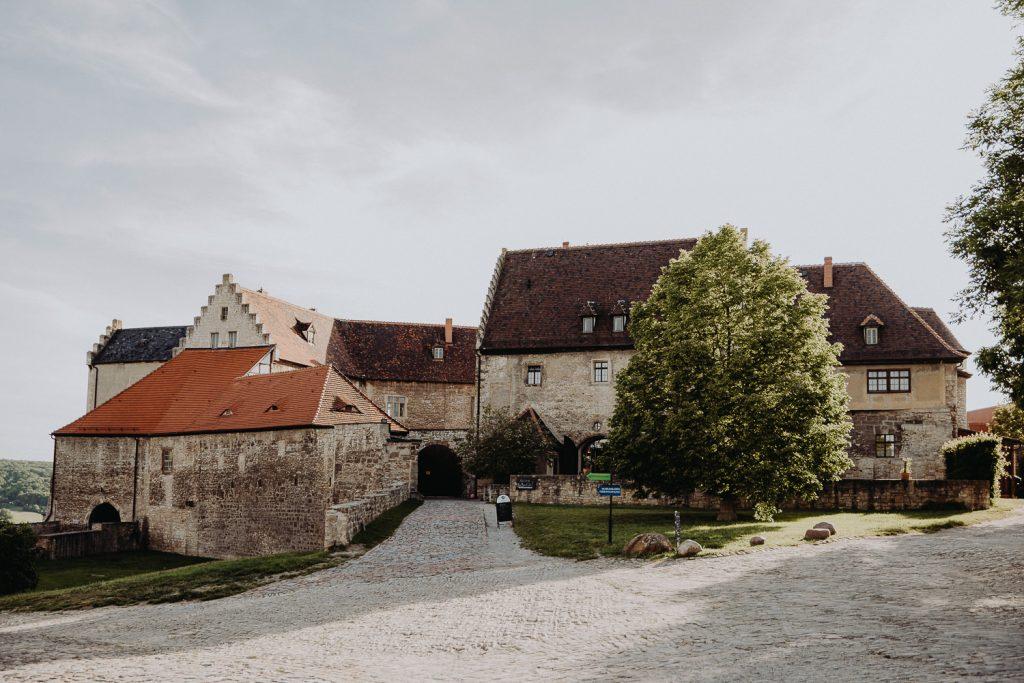 Hochzeit-Schloss-Neuenburg-by-Steven-Schwanz-1