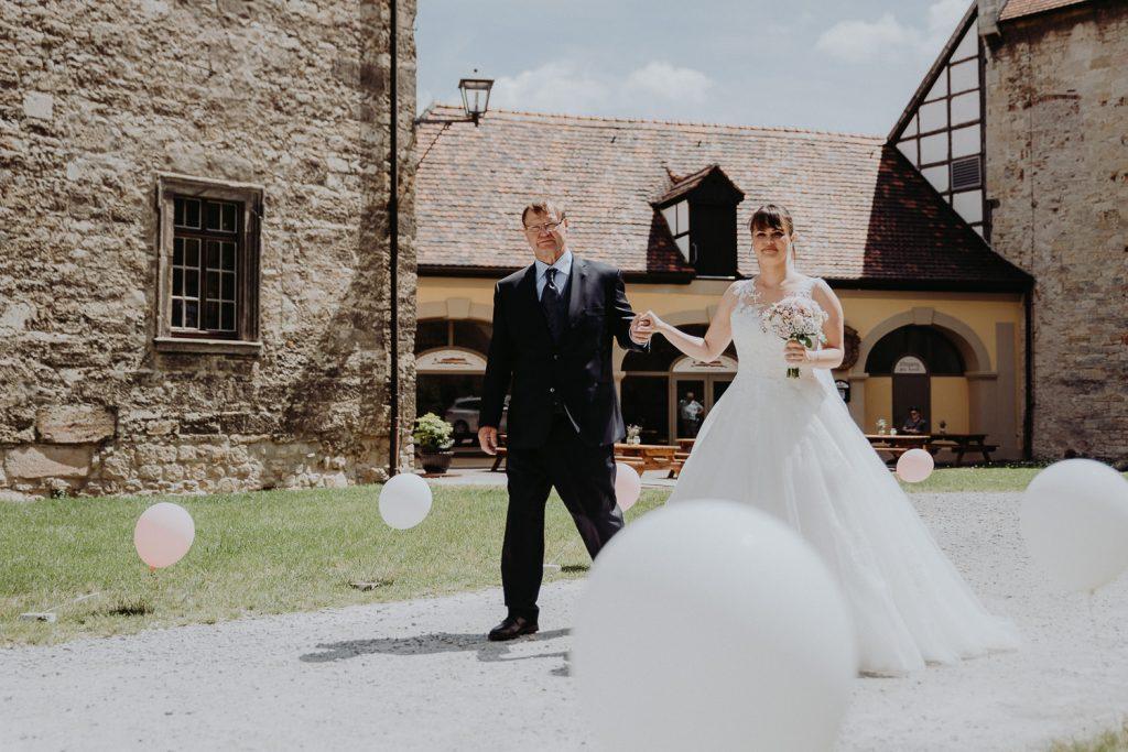 Hochzeit-Schloss-Neuenburg-by-Steven-Schwanz-18