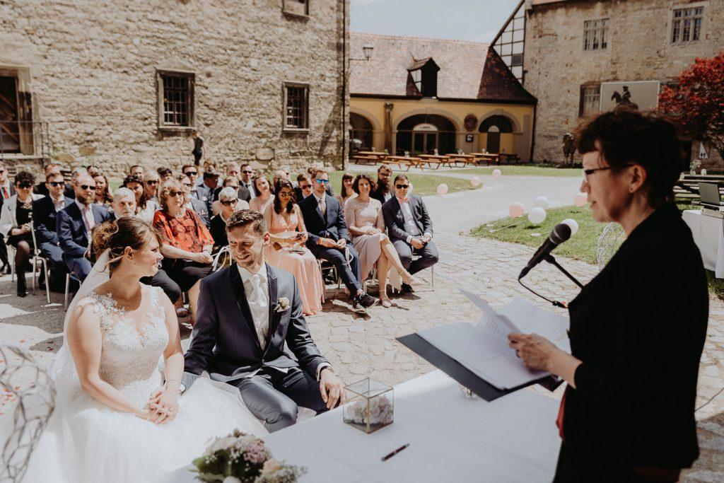 Hochzeit-Schloss-Neuenburg-by-Steven-Schwanz-22