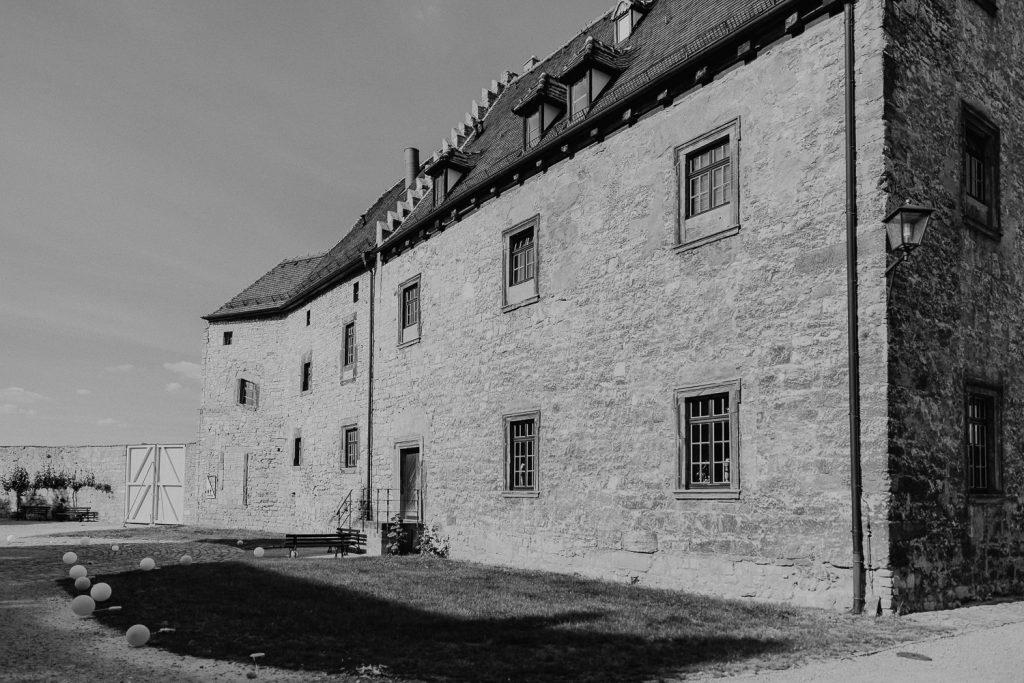 Hochzeit-Schloss-Neuenburg-by-Steven-Schwanz-35