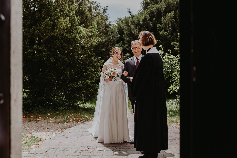 Kirchliche-Hochzeit-in-Wörlitz-Wörlitzer-Hof-by-Steven-Schwanz-10