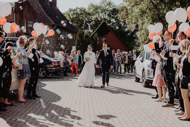 Kirchliche-Hochzeit-in-Wörlitz-Wörlitzer-Hof-by-Steven-Schwanz-115