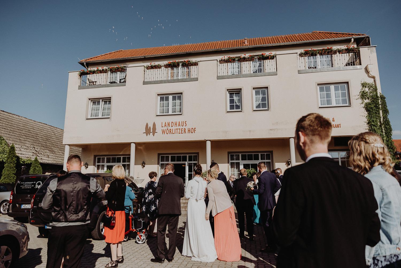 Kirchliche-Hochzeit-in-Wörlitz-Wörlitzer-Hof-by-Steven-Schwanz-121