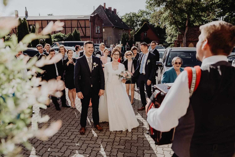 Kirchliche-Hochzeit-in-Wörlitz-Wörlitzer-Hof-by-Steven-Schwanz-122