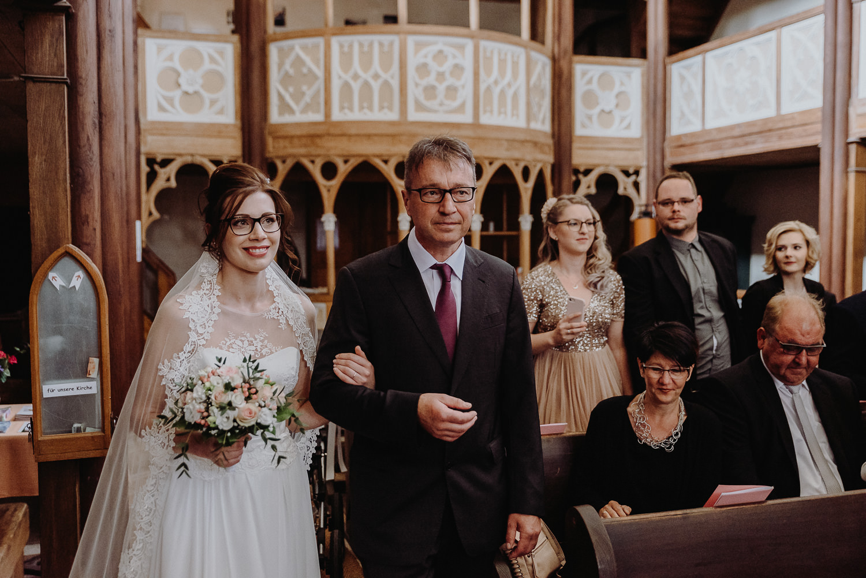 Kirchliche-Hochzeit-in-Wörlitz-Wörlitzer-Hof-by-Steven-Schwanz-14
