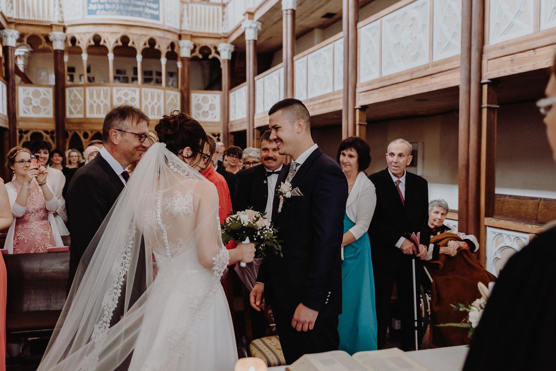 Kirchliche-Hochzeit-in-Wörlitz-Wörlitzer-Hof-by-Steven-Schwanz-18