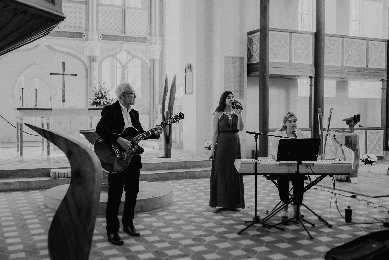 Kirchliche-Hochzeit-in-Wörlitz-Wörlitzer-Hof-by-Steven-Schwanz-3