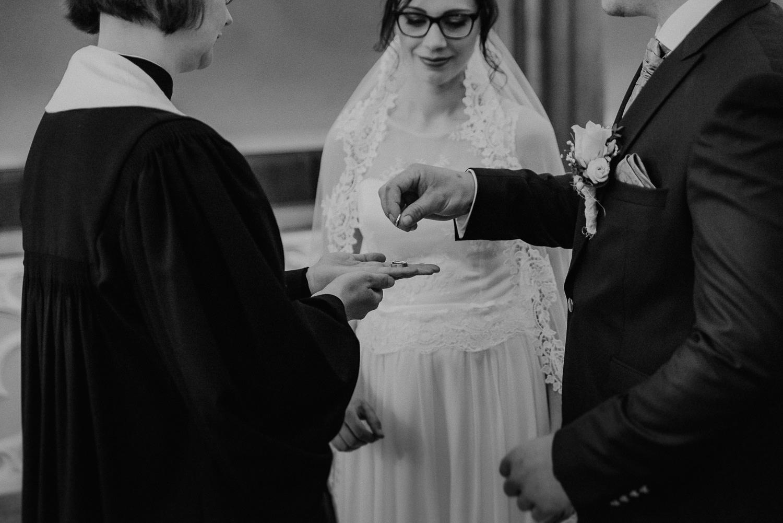 Kirchliche-Hochzeit-in-Wörlitz-Wörlitzer-Hof-by-Steven-Schwanz-33
