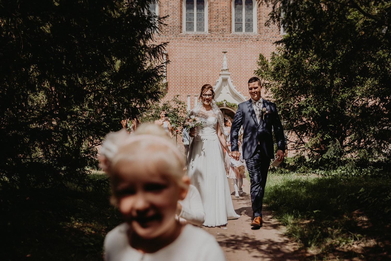 Kirchliche-Hochzeit-in-Wörlitz-Wörlitzer-Hof-by-Steven-Schwanz-45