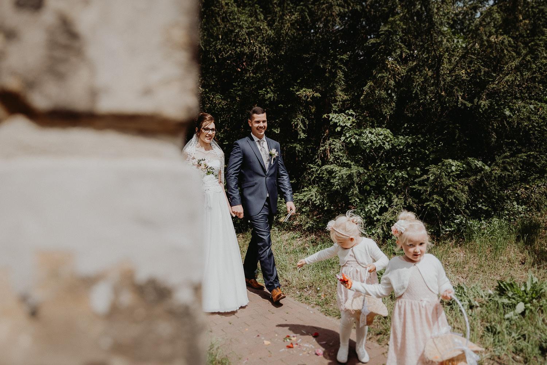 Kirchliche-Hochzeit-in-Wörlitz-Wörlitzer-Hof-by-Steven-Schwanz-47