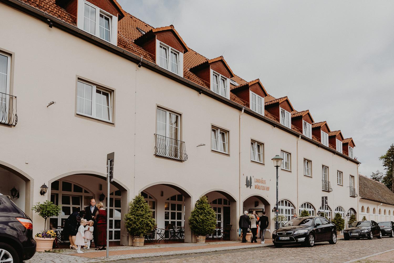 Kirchliche-Hochzeit-in-Wörlitz-Wörlitzer-Hof-by-Steven-Schwanz-50