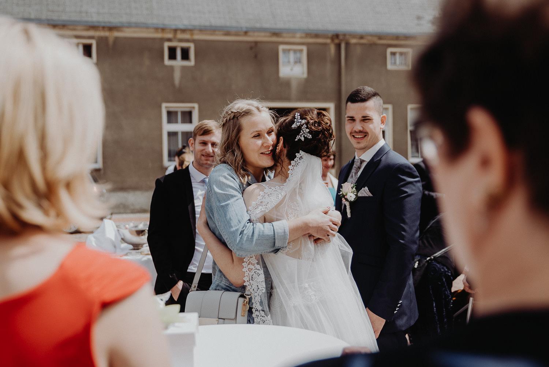 Kirchliche-Hochzeit-in-Wörlitz-Wörlitzer-Hof-by-Steven-Schwanz-52