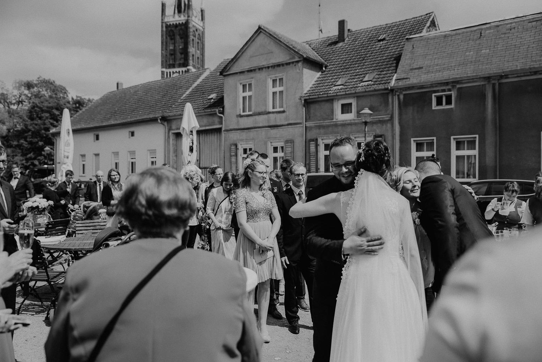 Kirchliche-Hochzeit-in-Wörlitz-Wörlitzer-Hof-by-Steven-Schwanz-53