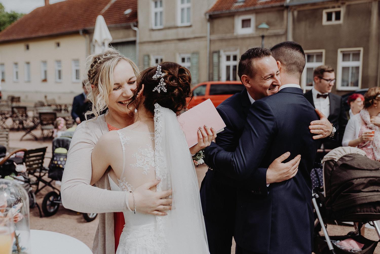 Kirchliche-Hochzeit-in-Wörlitz-Wörlitzer-Hof-by-Steven-Schwanz-54