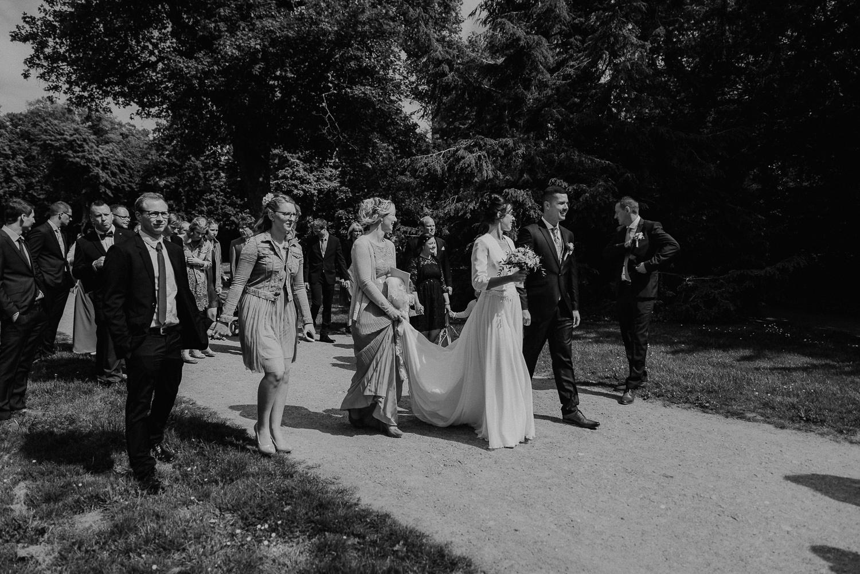 Kirchliche-Hochzeit-in-Wörlitz-Wörlitzer-Hof-by-Steven-Schwanz-57