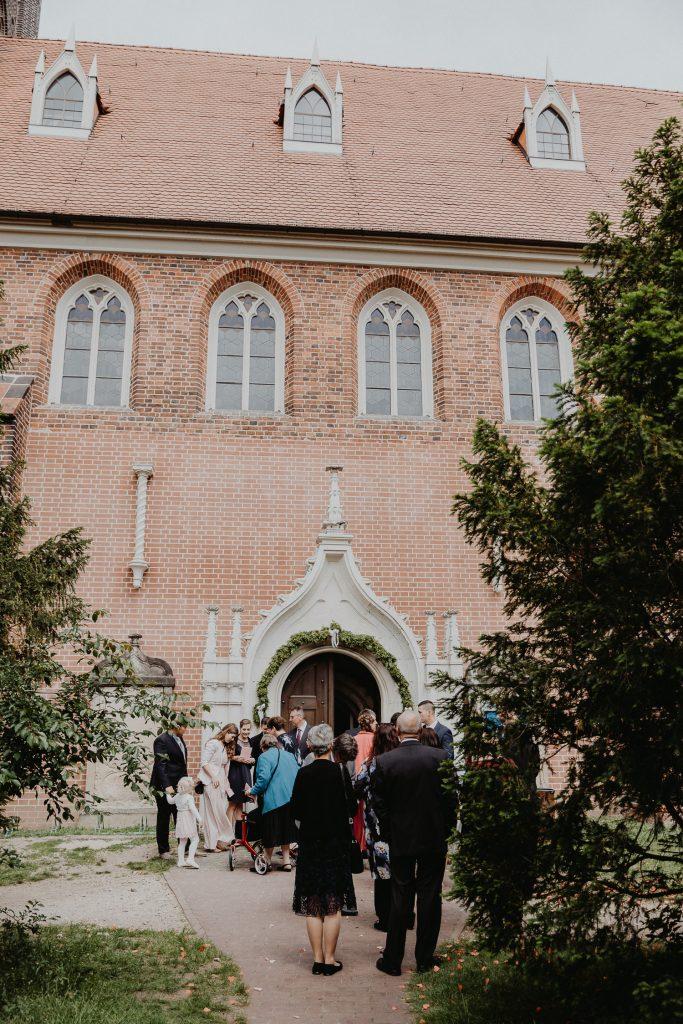 Kirchliche-Hochzeit-in-Wörlitz-Wörlitzer-Hof-by-Steven-Schwanz-6