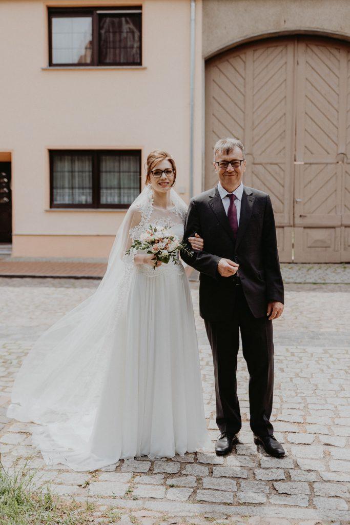 Kirchliche-Hochzeit-in-Wörlitz-Wörlitzer-Hof-by-Steven-Schwanz-7