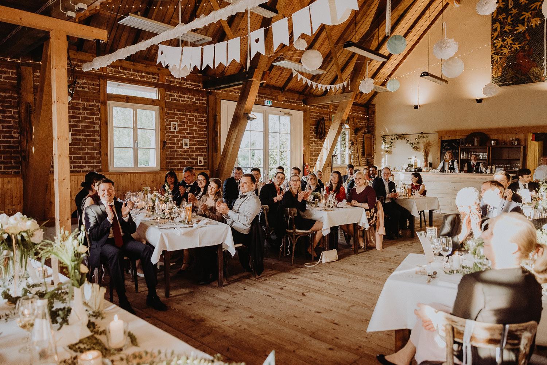 Scheunen-Hochzeit-Alte-Schmiede-Niemegk-by-Steven-Schwanz-119