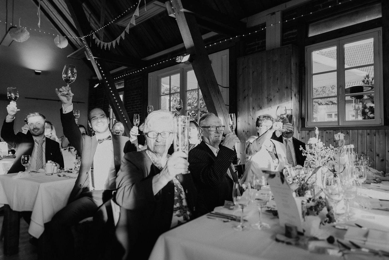 Scheunen-Hochzeit-Alte-Schmiede-Niemegk-by-Steven-Schwanz-120