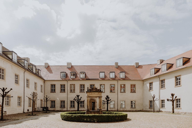 Scheunen-Hochzeit-Alte-Schmiede-Niemegk-by-Steven-Schwanz-2