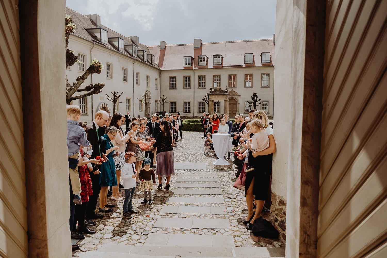 Scheunen-Hochzeit-Alte-Schmiede-Niemegk-by-Steven-Schwanz-38